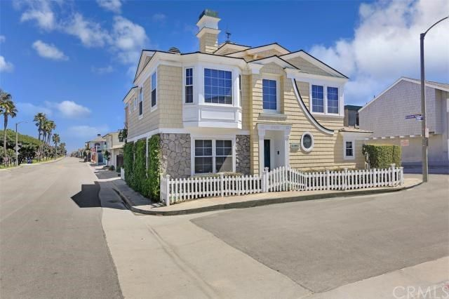 Crisp Nantucket style just steps from the shoreline